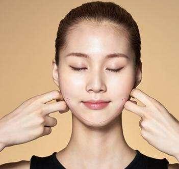 短時間で簡単に「小顔」になれる方法のまとめ、簡単なマッサージや体操で解消